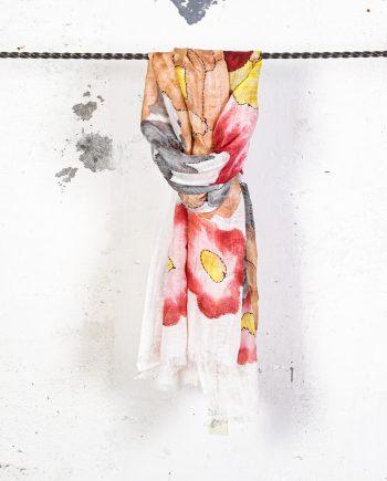 Sciarpa-fiori-ricamati-rosa-antico-CAMERUCCI