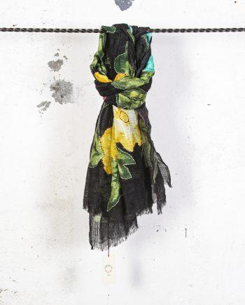 Sciarpa-fiori-ricamati-nera-CAMERUCCI